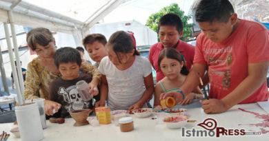 """Con talleres de arte difunde la conservación de la """"Grana Cochinilla"""", una tintura natural que se extingue"""
