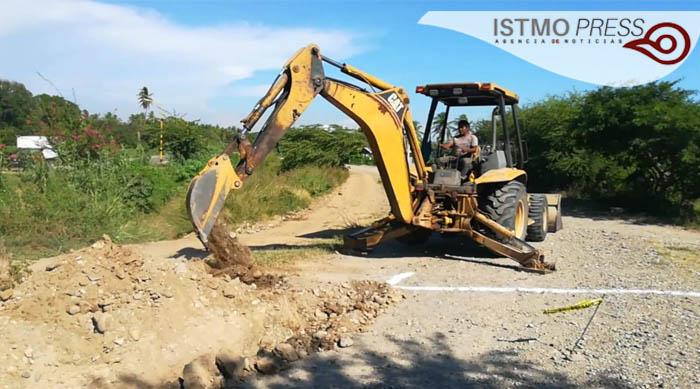 Realiza Gobierno Municipal de San Blas Atempa ampliación de la red de agua potable en la Colonia Dr. Génico
