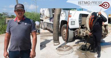 11 Feb Buzo que limpia drenaje en Juchitán
