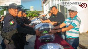04 Mar EM entrega uniformes policias municipales2
