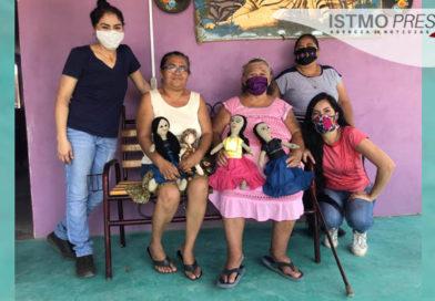Ixtaltepecanas elaboran muñecas de trapo como semillas de paz y contra feminicidios