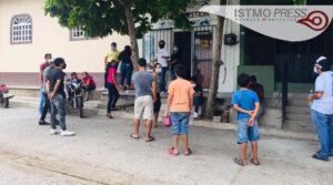 10 Ago Jóvenescumplen un mes de llevar comida a familias juchitecas1