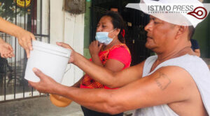 10 Ago Jóvenescumplen un mes de llevar comida a familias juchitecas2