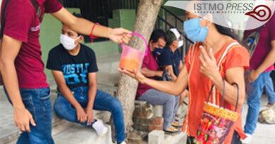 10 Ago Jóvenescumplen un mes de llevar comida a familias juchitecas4