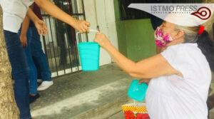 10 Ago Jóvenescumplen un mes de llevar comida a familias juchitecas5