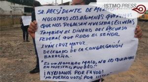 Damnificados por sismo de 7S bloquean carretera1