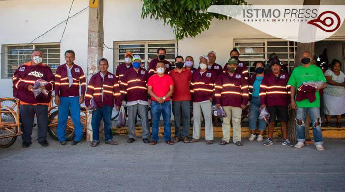 Entrega de uniformes Juchitán