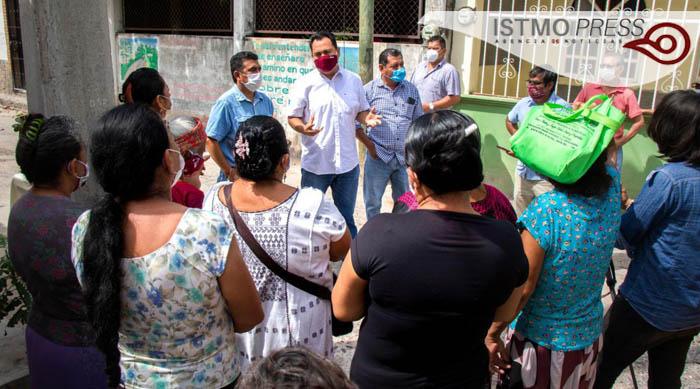 Vecinos de Juchitán drenaje colapsado