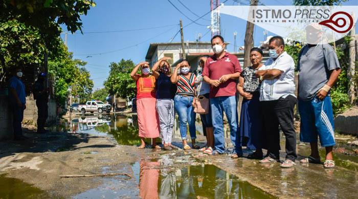 Acuerdan vecinos del Callejón del Encanto acompañar a Emilio Montero en su gestión en Oaxaca, por drenaje colapsado