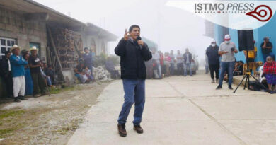 Salomón Jara visita sierra mazateca