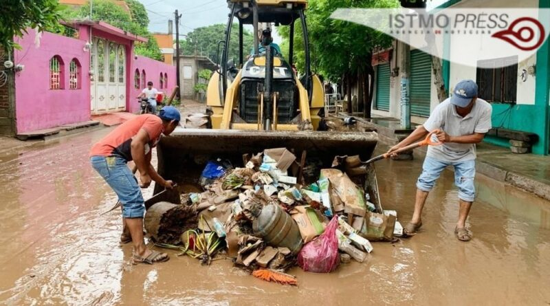 Ayuntamiento intensifica trabajos de limpieza en calles afectadas por desbordamiento del río: Dirección de Obras Públicas