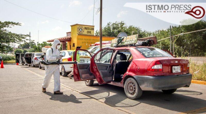 Desinfecta Ayuntamiento juchiteco vehículos particulares y de transporte público: Protección Civil Municipal