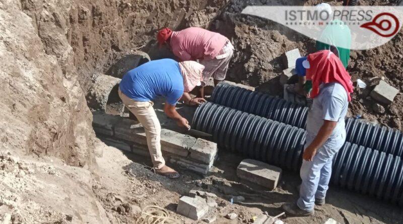 Avanza Ayuntamiento reparación de socavón en bordo del río, en la Novena sección: director de Obras Públicas.