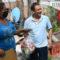 Entrega Emilio Montero apoyo alimentario a comunidad muxe de Juchitán